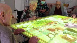 Des résidents autour de la table magique, Tovertafel